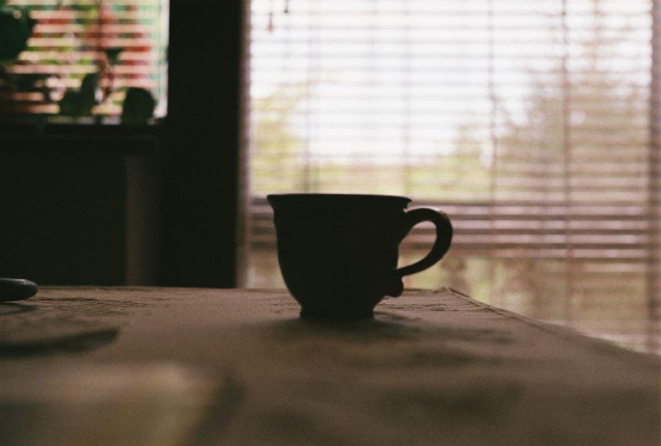 Manyo B. Ilona: Kávé mellé nyomasztó