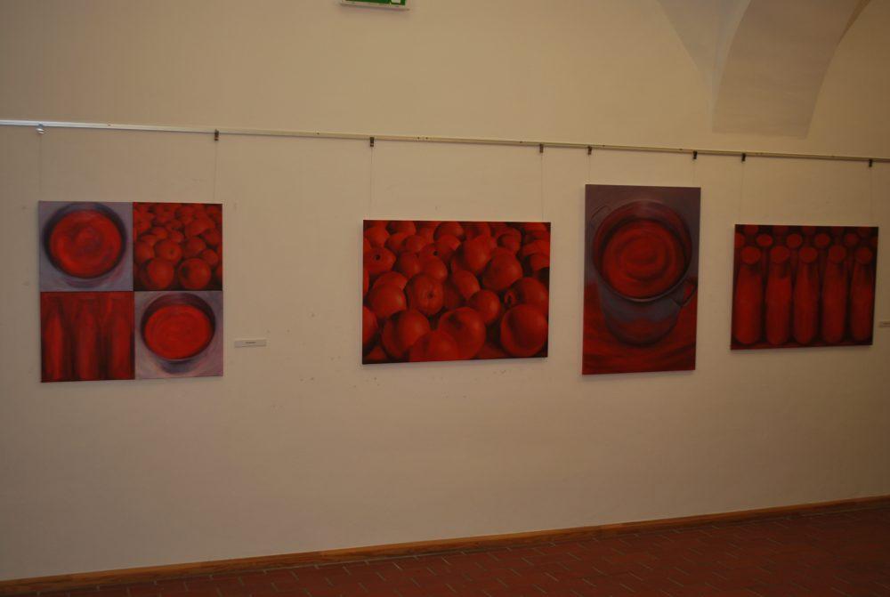 Lóska Lajos: Tükröződések (Kalocsai Enikő Félúton című kiállítása az Érdi Galériában)
